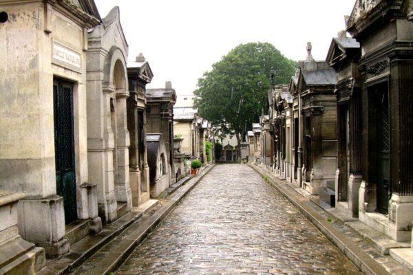 Śmierć za granicą – jak zorganizować transport zwłok?