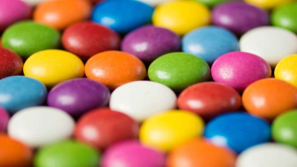 Dlaczego warto zdecydować się na słodycze reklamowe?